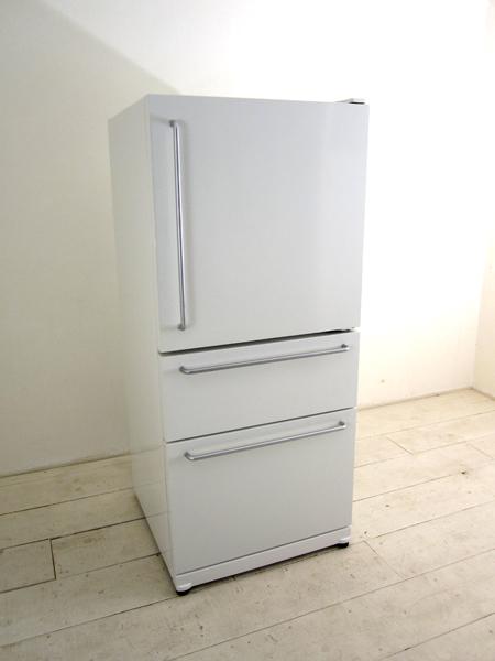 この冷蔵庫シンプルでデザインは好きなんですけど、機能はどうなのか私も知りたいです。
