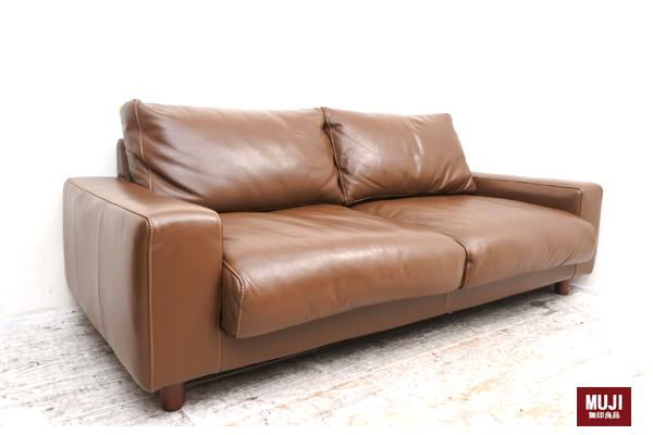 当店では本日、無印良品の中古家具!2人掛けソファーを買い取り入荷致しました。大人気の無印の中古家具、査定もモチロン高評価致しております。