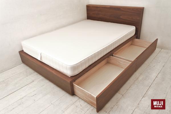 人気の無印良品の超高密度ポケットコイルマットレス増量タイプ付 ウォールナット材収納ベッド ダブルサイズです。